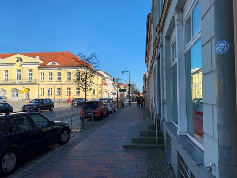 Aussenansichten: Blick zum Rathaus