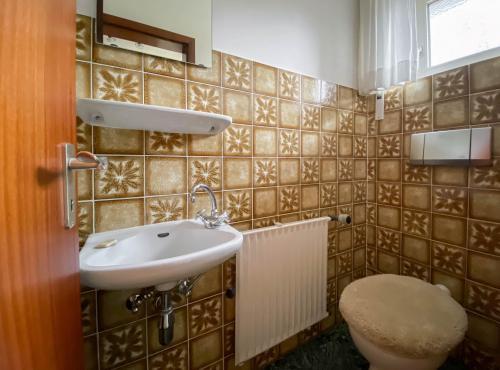 Innenansichten: Gäste-WC